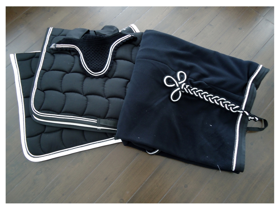 // Jumping & Dressage saddle pad - Fleece rug - Swaroski Fly hood //