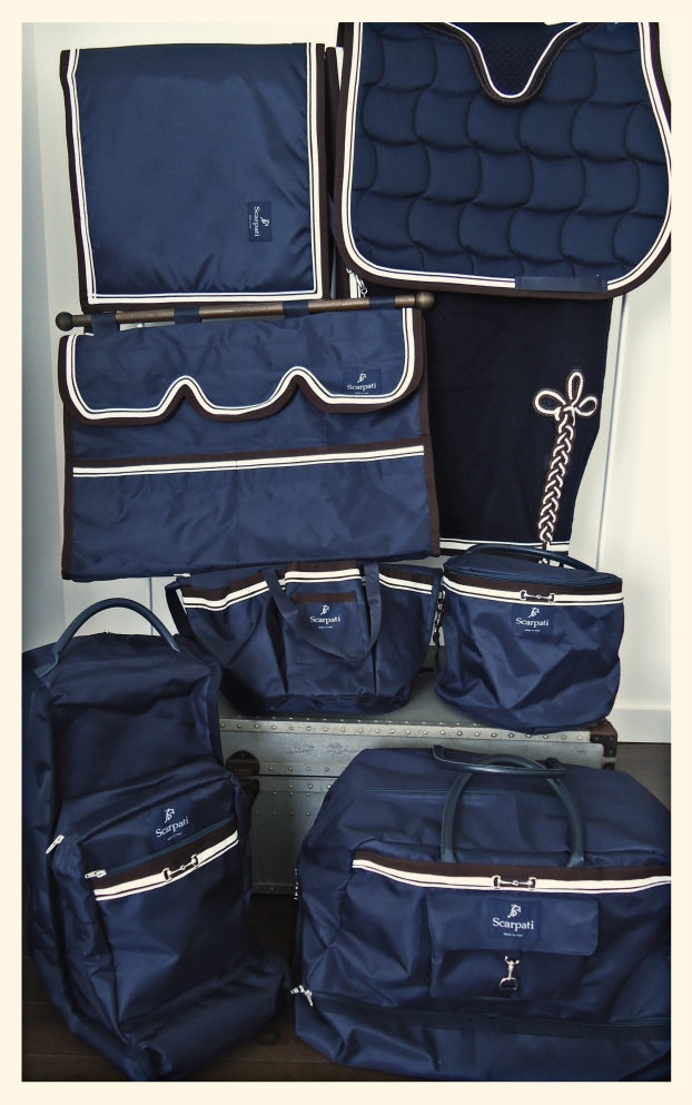 // Complete collection // - Wool rug - Saddle pad - Stable bag - Fly hood - Stable guard - Brushes bag - Cap holder - Boots bag - Rider's weekend bag