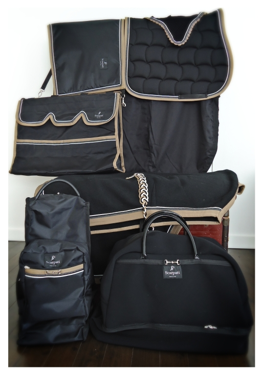 // Complete collection // - Fleece rug - Saddle pad - Stable bag - Fly hood - Stable guard - Stable cotton rug -Boots bag - Rider's weekend bag